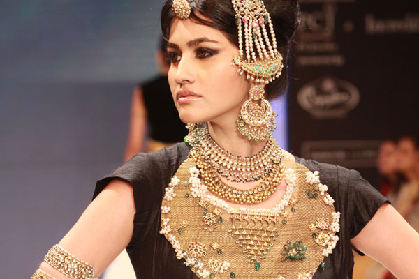AT IIJW 2011 walking on the ramp for Amrapali