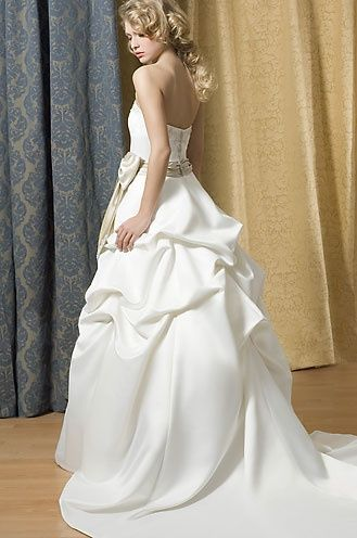 Alfred Sung flor lenth Bridal Gowns