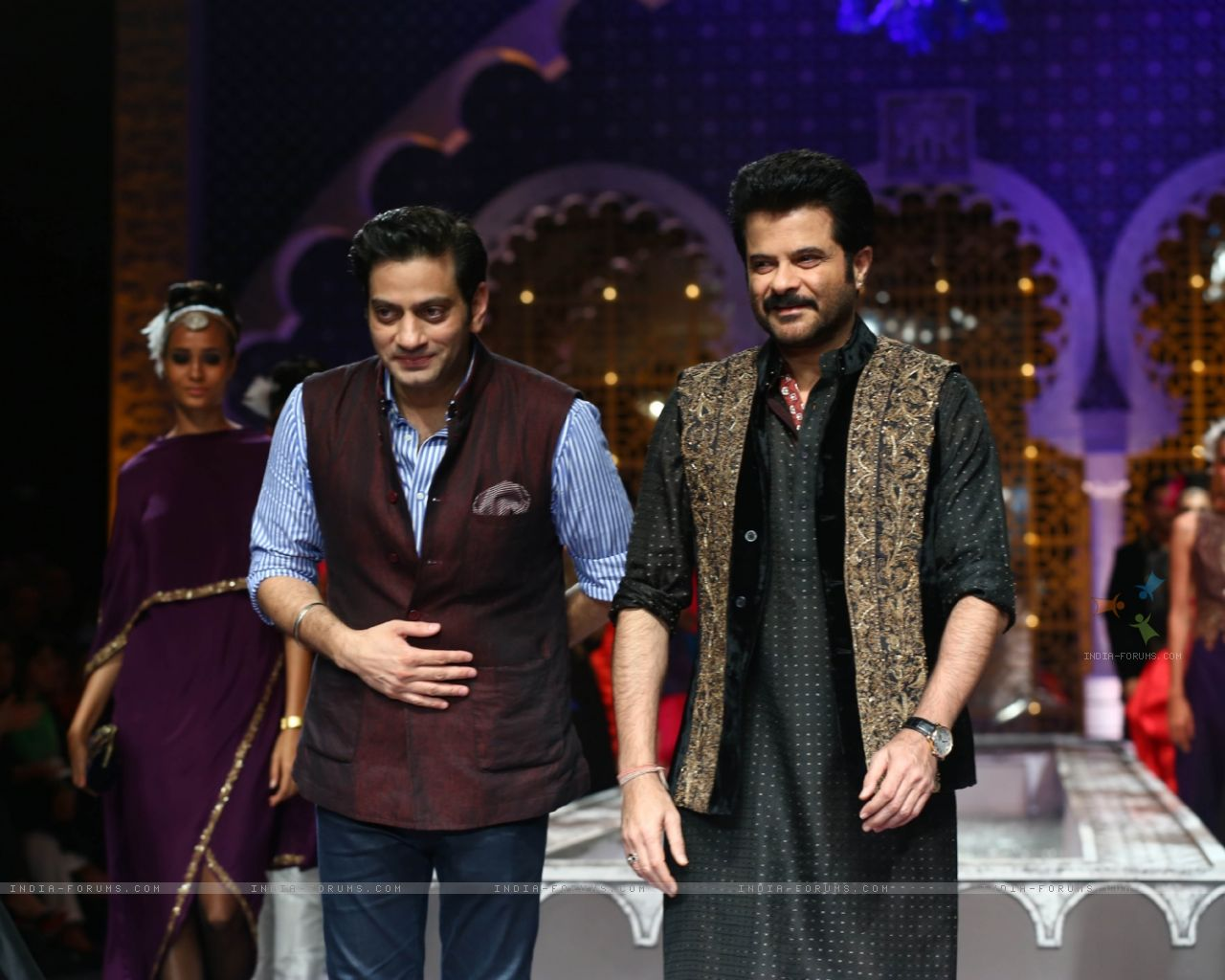 288328-anil-kapoor-at-aamby-valley-india-bridal-fashion-week-2013.jpg