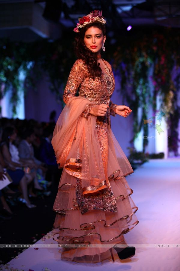 288410-neha-dhupia-for-the-aamby-valley-india-bridal-fashion-week-2013.jpg