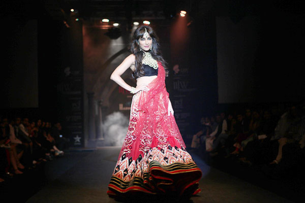 Chitrangadha Singh walks for Hazoorilal at IIJW