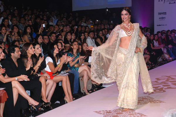 Deepika Padukone walks for Farah Khan Ali at IIJW