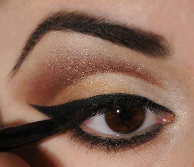 Light Brown Makeup With Curved Eyebrows Shape