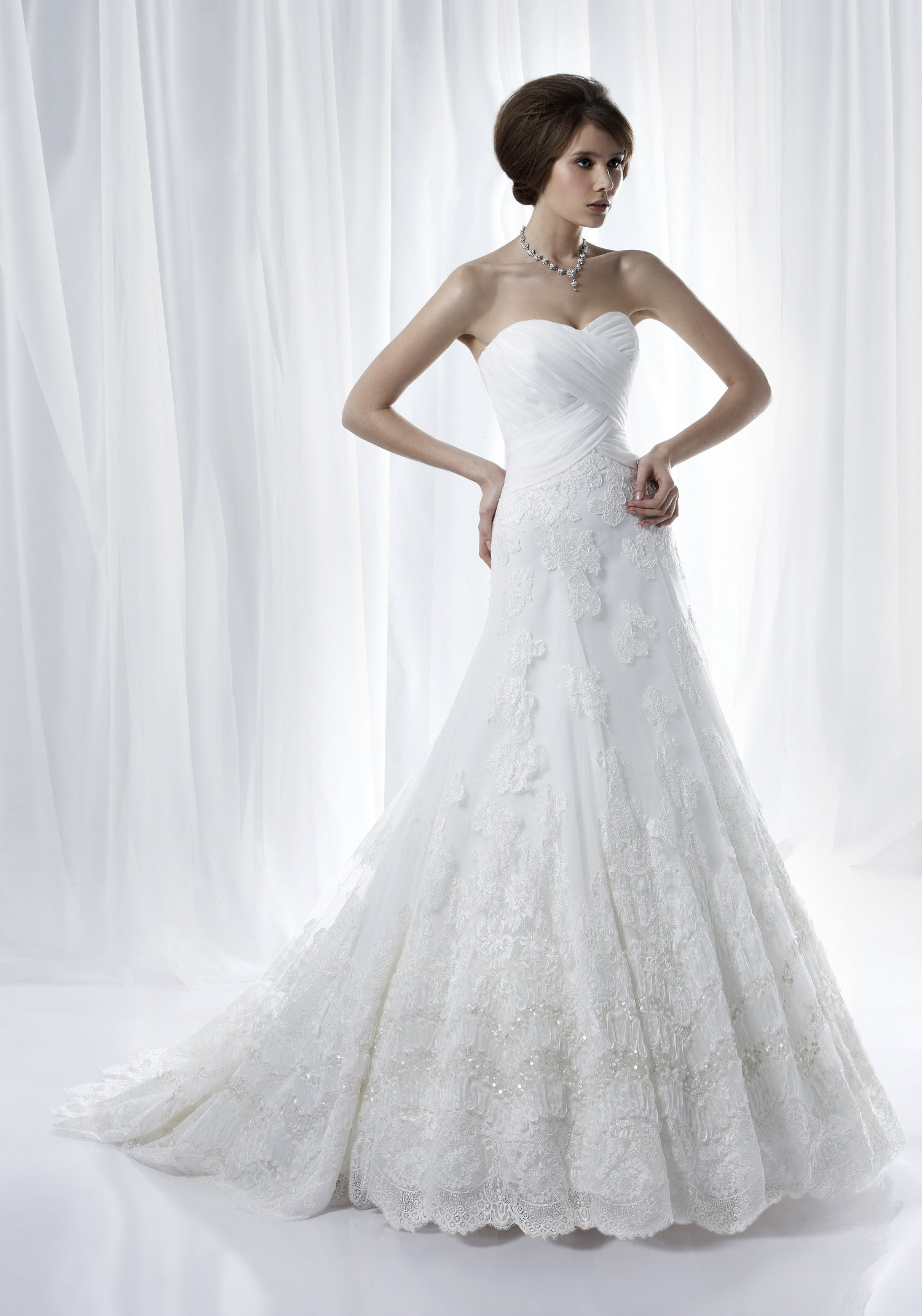 Romantic bridal white strapless